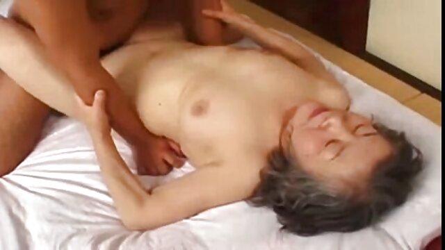 Sebastian Kane spielt mit Chris enkel sex mit oma Jansen