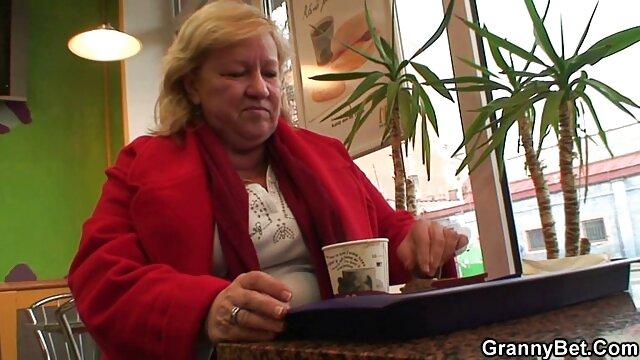 Fuckable cutie leckt den oma granny porn tube pulsierenden Wiener ihres Geliebten