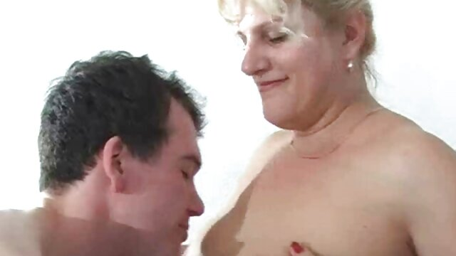 Süße leckere Brünette mit unglaublichem Körper hat einen starken squirting Orgasmus oma vergewaltigt porn